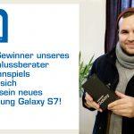 Wir präsentieren: Der anschlussberater Adventskalender Gewinner und sein neues Smartphone
